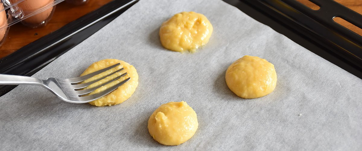 Alchemy-Cookies-Placing-mixture-on-tray